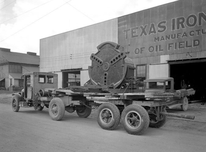 Oil-Supply-Texas-iron-Works-Multiple-Crank-Disk-Truck