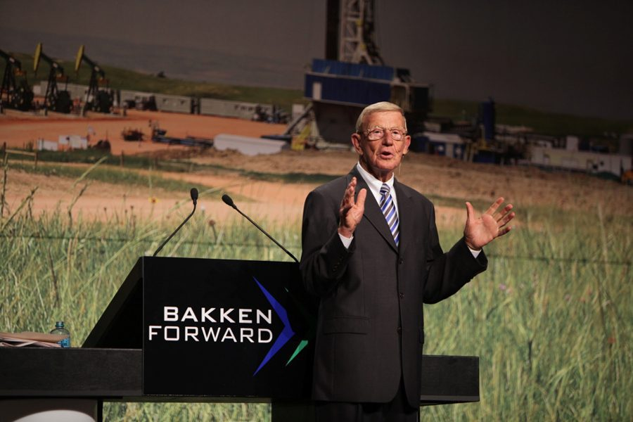 Former football coach and current analyst, Lou Holtz, presents to the Williston Basin Petroleum Conference attendees.